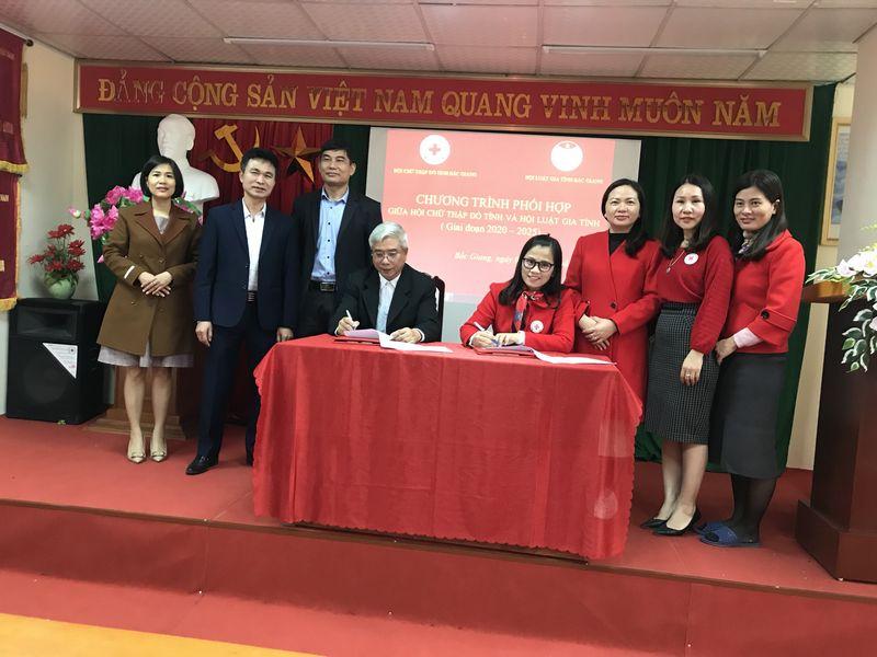 Hội Luật gia tỉnh và Hội Chữ thập đỏ tỉnh ký kết Chương trình phối hợp giai đoạn 20202-2025