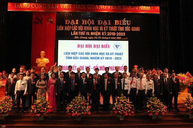 Ban Chấp hành khóa IV ra mắt Đại hội