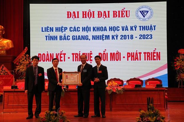 Liên hiệp hội đón nhận Huân chương Lao động hạng Ba